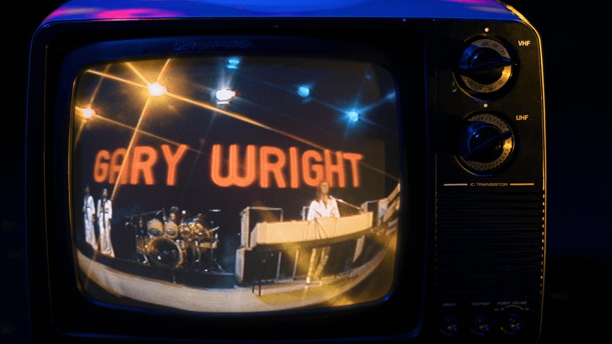 """Gary Wright singing his hit """"Dream Weaver"""""""